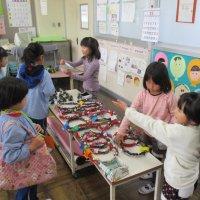 「おいもまつり」を開催。 保育園生・幼稚園生を招いて楽しく交流しました。
