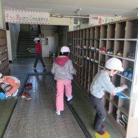 全校で大掃除。 協力して隅々まできれいになりました。