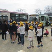安全なバス通学のために。 通学班集会と交通安全教室を行いました。