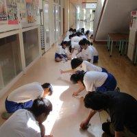 校舎をきれいにしよう~たくさんの生徒がボランティアで参加しました~