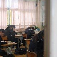 3年生が県学力診断テスト,2年生が実力テストを行いました。