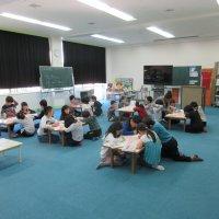 2年1組が外国語活動を行いました。